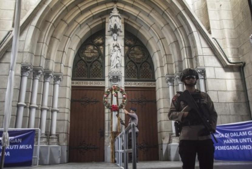 GP Ansor Bantu Pengamana Gereja Katedral