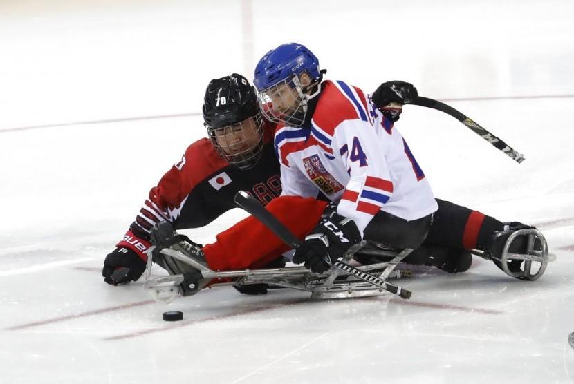 Pertandingan hoki es di Paralimpiade Pyeongchang.