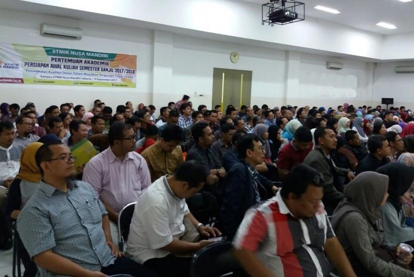 Pertemuan akademik awal semester SMTIK Nusa Mandiri Jakarta.