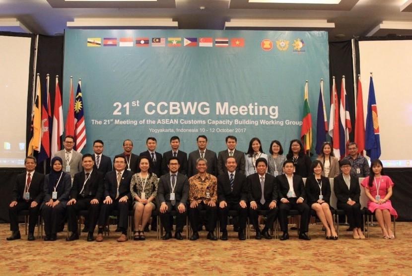 Pertemuan Bea Cukai se-ASEAN menggelar pertemuan Customs Capacity Building Working Group (CCBWG) ke-21 pada 10-12 Oktober 2017 di Yogyakarta.