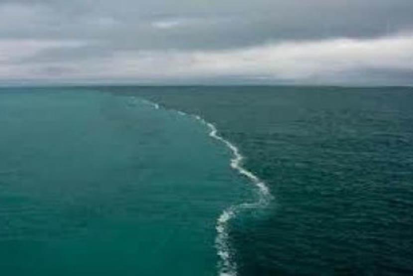 Pertemuan Samudra Atlantik dan Mediterania yang tidak bercampur satu dengan yang lain