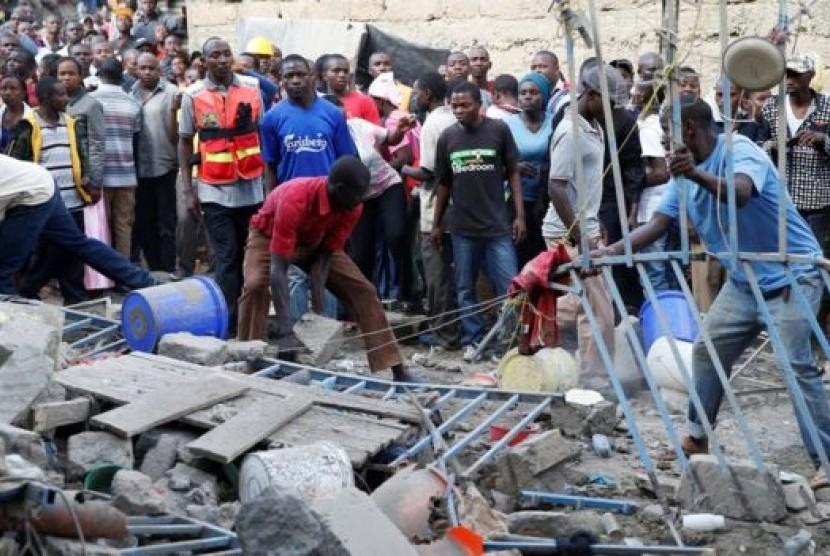 Pertokoan yang runtuh di Kenya.