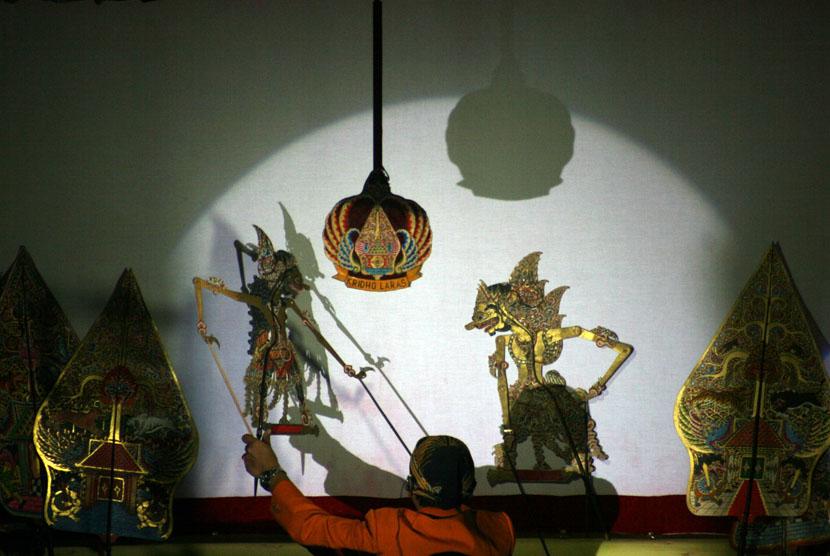 Pertunjukan wayang kulit (ilustrasi)