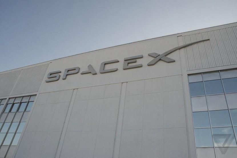 Perusahaan transportasi luar angkasa, SpaceX