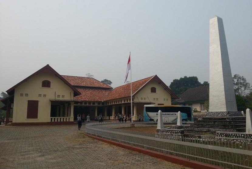 Pesanggrahan Muntok. Di bangunan ini Sukarno dan Mohammad Hatta serta sejumlah tokoh lainnya tinggal selama masa pengasingan oleh Belanda di Kota Muntok, Kabupaten Bangka Barat, Provinsi Bangka Belitung.