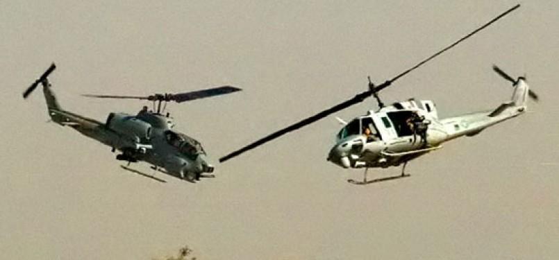 Pesawat AH-1W 'Cobra' dan pesawat UH-1Y 'Huey'  yang bertabrakan di udara. Tujuh marinir AS tewas.