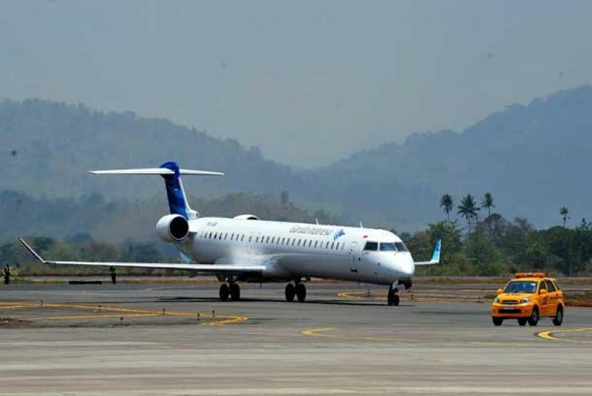 Pesawat Bombardier CRJ 1000NextGen (ilustrasi)