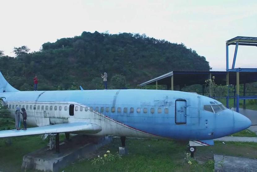 Pesawat di Lembah Kalipancur.