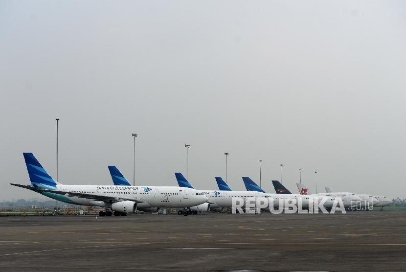 Pesawat Garuda Indonesia menunggu jadwal perawatan fasilitas GMF di Bandara Soekarno Hatta. (ilustrasi)