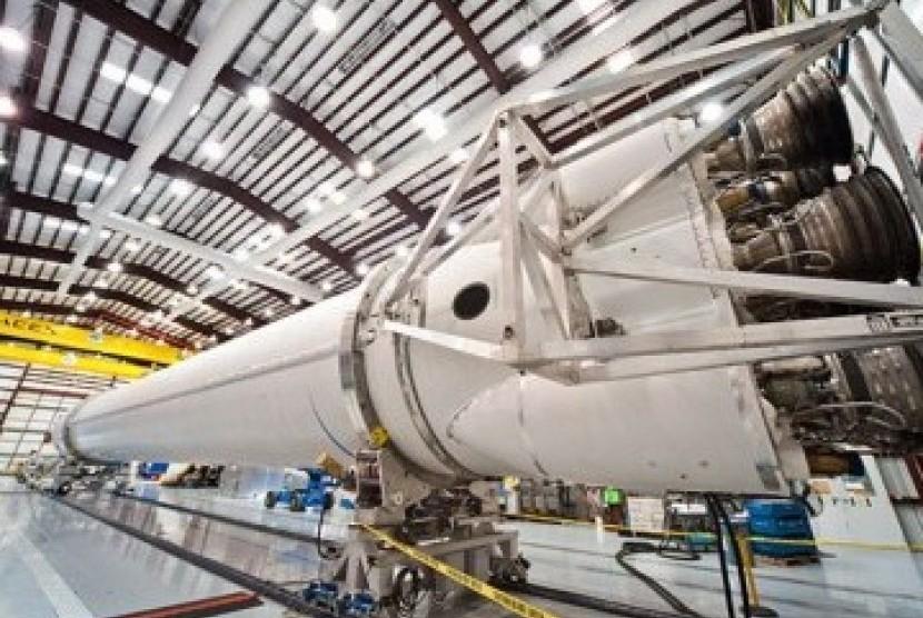 Pesawat roket SpaceX, Falcon 9