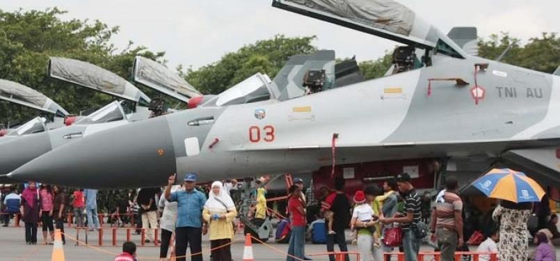 Pesawat tempur RI dipamerkan dalam suatu pameran militer