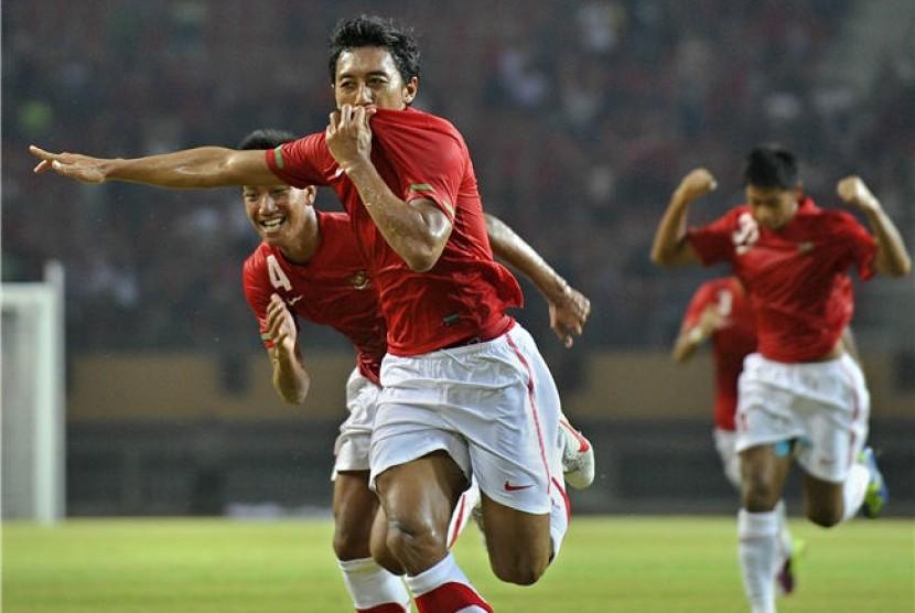 Pesepakbola Indonesia, Nurmufid, melakukan selebarasi usai mencetak gol ke gawang Timor Leste dalam pertandingan kualifikasi Grup E Piala Asia (AFC) di Pekanbaru, Riau, Sabtu (7/7) malam.