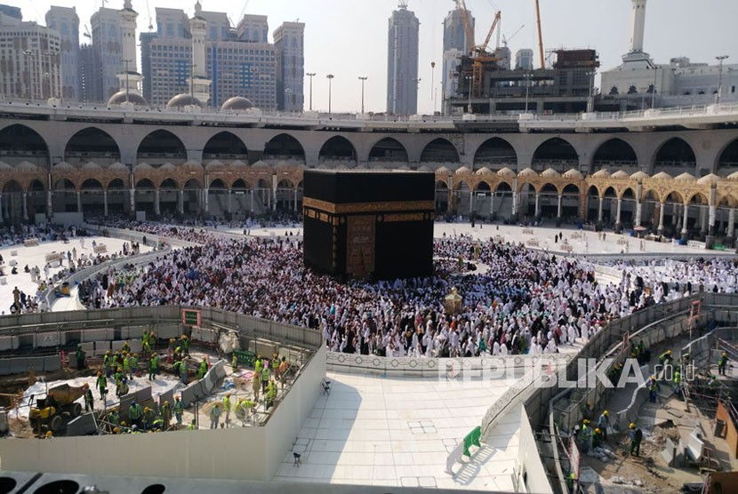 Suasana poyek restorasi Sumur Zamzam di Masjidil Haram, Kamis (16/11).