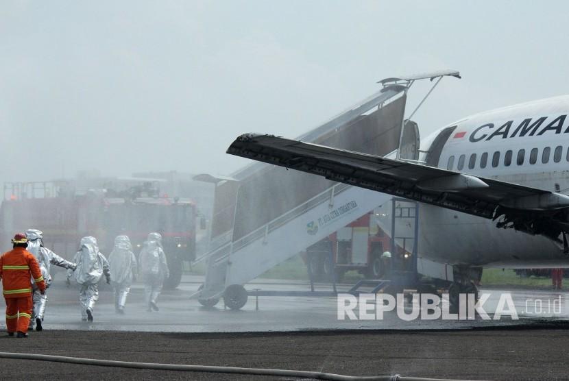 Pesawat Camar Air Ditabrak Bus Penumpang Hanya Simulasi