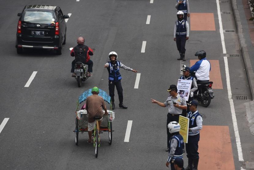 Lalu lintas di Surabaya. (Ilustrasi)