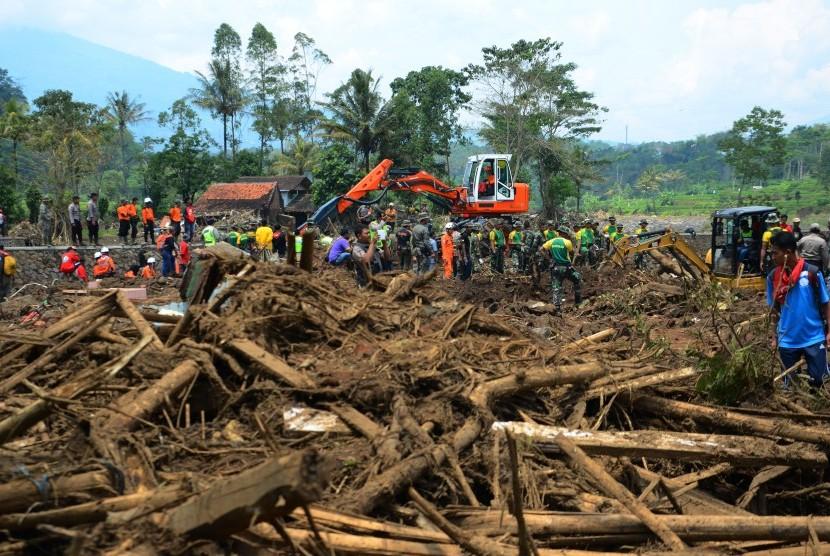 Jamaah Tarbiyah Doa Bersama bagi Korban Banjir Garut