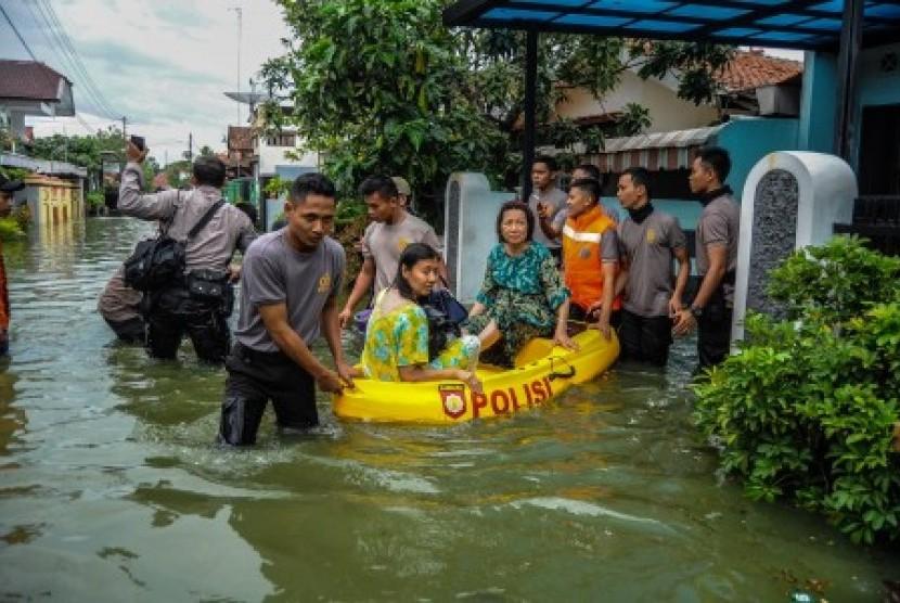 Siklon Dahlia Mulai Menjauh