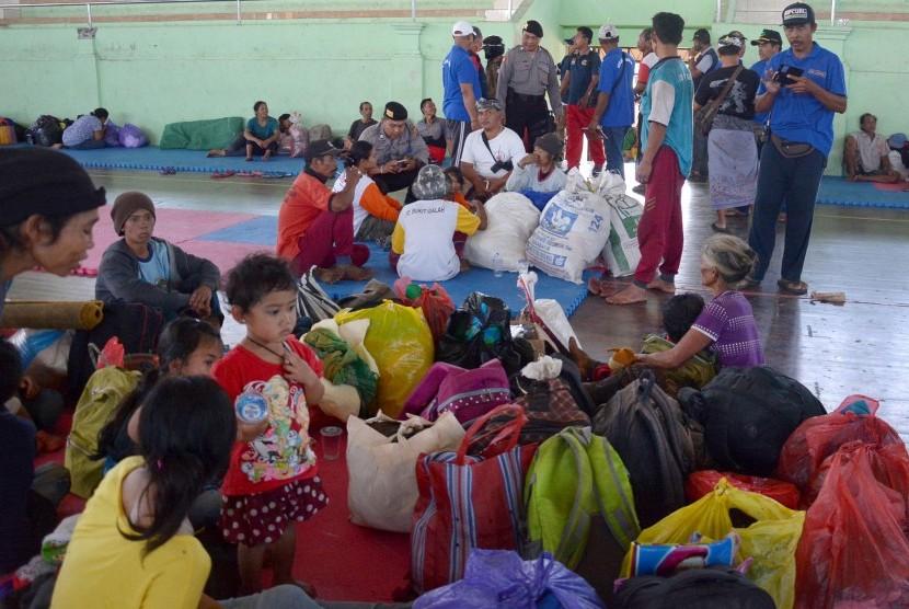 Imbauan Pastika untuk Pengungsi Erupsi Gunung Agung