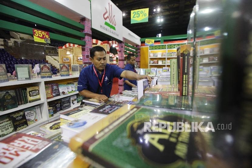 Pameran buku Islamic Book Fair 2016 di Gelora Bung Karno, Senayan, Jakarta, Jumat.