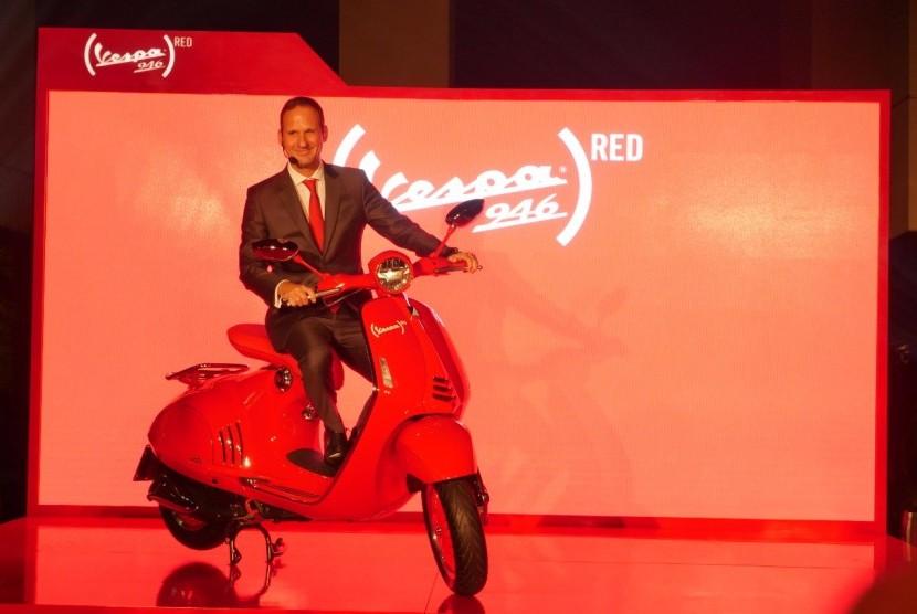 Piaggio resmi meluncurkan Vespa 946 Red Edition di Indonesia. Vespa ini merupakan kerjasama dengan RED Foundation, dimana setiap hasil penjualan akan disumbangkan 150 Dolar AS untuk kegiatan sosial.