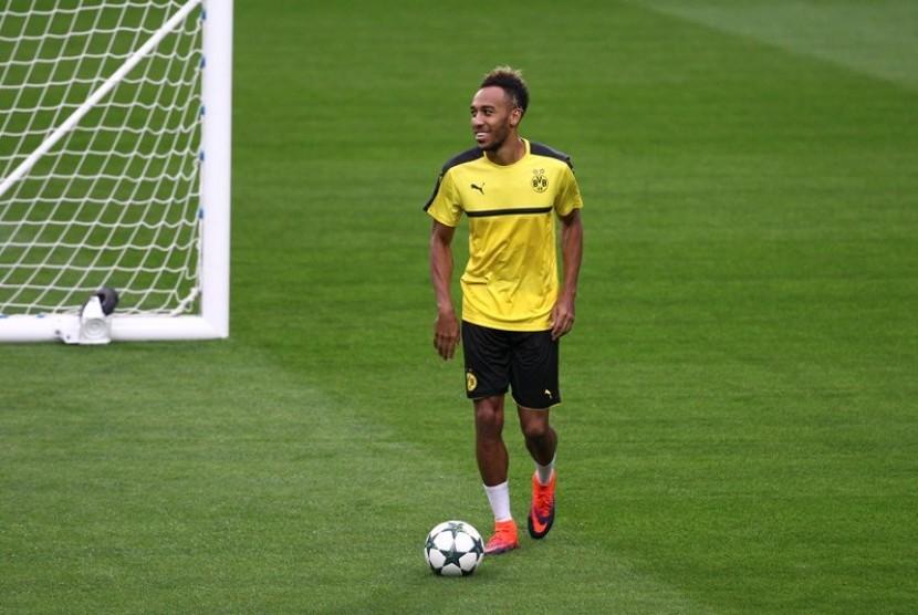 Dortmund Coret Aubameyang karena Alasan Disiplin