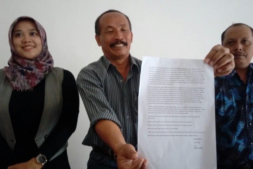 Pihak Universitas Tribhuwana Tunggadewi (Unitri) menyampaikan klarifikasi atas laporan pelarangan penggunaan cadar pada dua mahasiswi di Gedung Rektorat Unitri Malang, Sabtu (18/11)