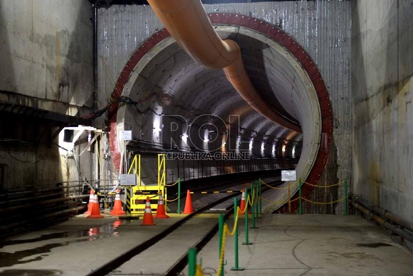 Pintu terowongan Mass Rapid Transit (MRT) di Kawasan Senayan, Jakarta, Kamis (10/12). (Republika/ Wihdan)
