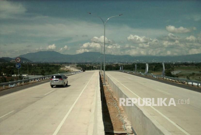 Pintu Tol  Soroja, Soreang, Kabupaten Bandung, Senin (4/12).