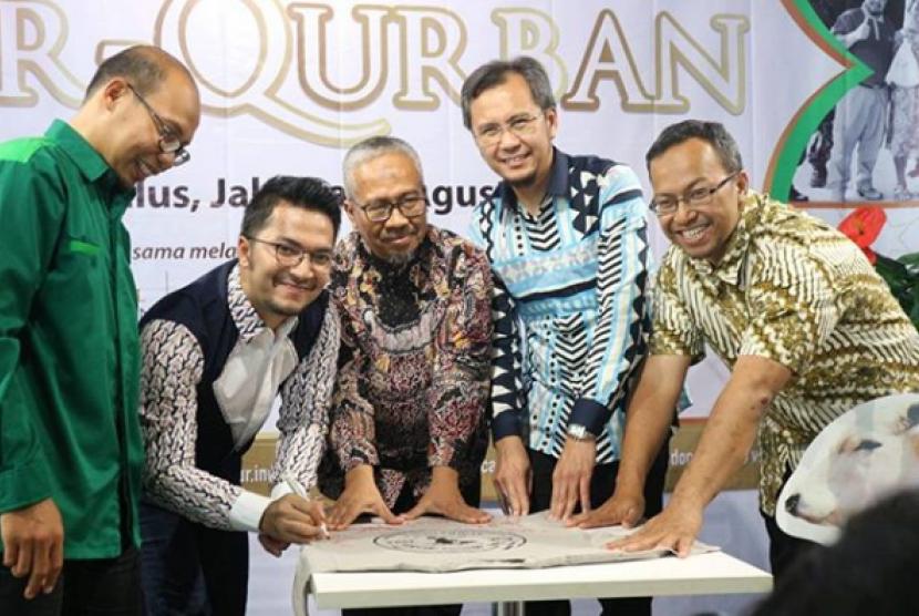 PKPU Human Initiative kembali menjalin kerjasama dengan PT. Trans Retail Indonesia (Transmart) memaksimalkan Program Sebar Qurban Nusantara (SQN) 2017.