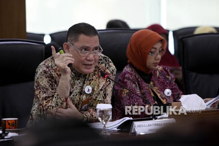 Plt Direktur Utama BNI Syariah Abdullah Firman Wibowo (kiri) didampingi Direktur Bisnis Konsumer BNI Syariah Dhias Widhiyati (kanan).