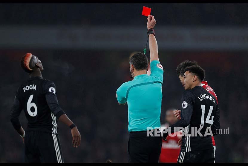 MU tak Banding Kartu Merah Pogba, Mourinho Bungkam