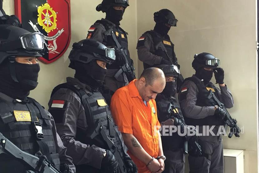 Polisi kembali tangkap satu WNA asal Bulgaria atas kasus skimming di ATM, dirilis Senin (19/3) di Unit Resmob Mapolda Metro Jaya.