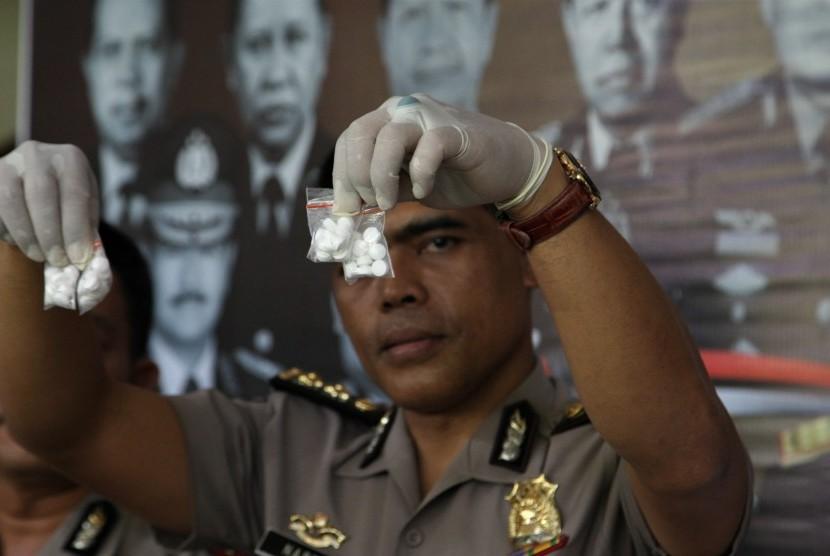 Polisi Geledah Pabrik PCC di Cimahi Jawa Barat
