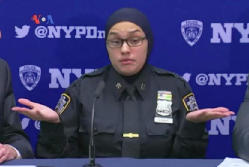 Polisi wanita Muslim New York