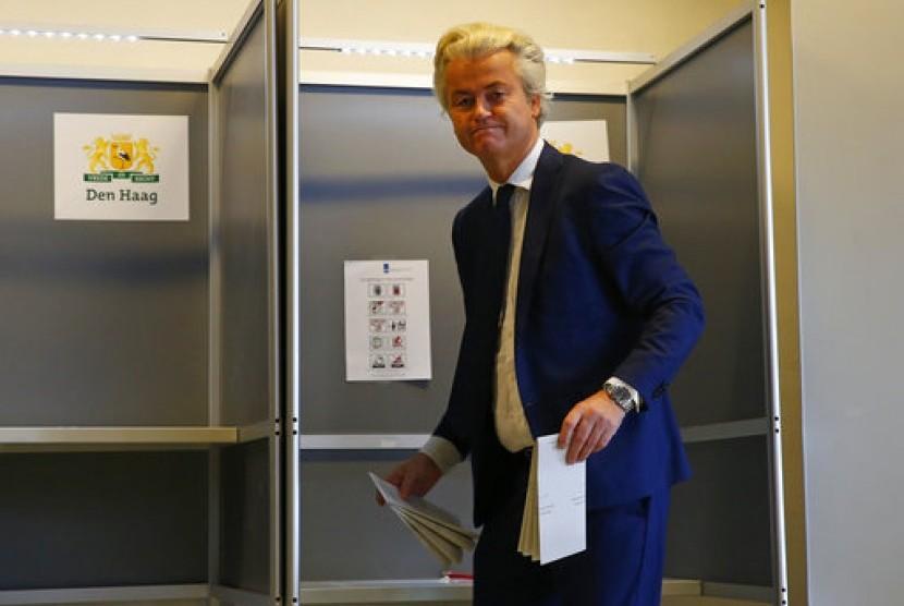 Politikus anti-Islam Belanda Geert Wilders saat memberikan suaranya dalam Pemilu Belanda di Den Haag, 15 Maret 2017.