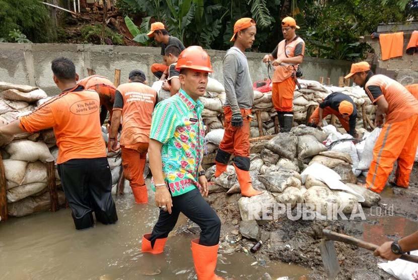 Hujan Deras, Warga Selalu Waswas Tanggul Jatipadang Jebol