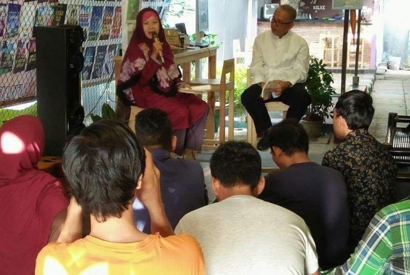 Praktisi Smart Empowerment Technique (SET), 'SETer' yang juga penulis buku Pena Berumur Panjang, Upit Sarimanah.