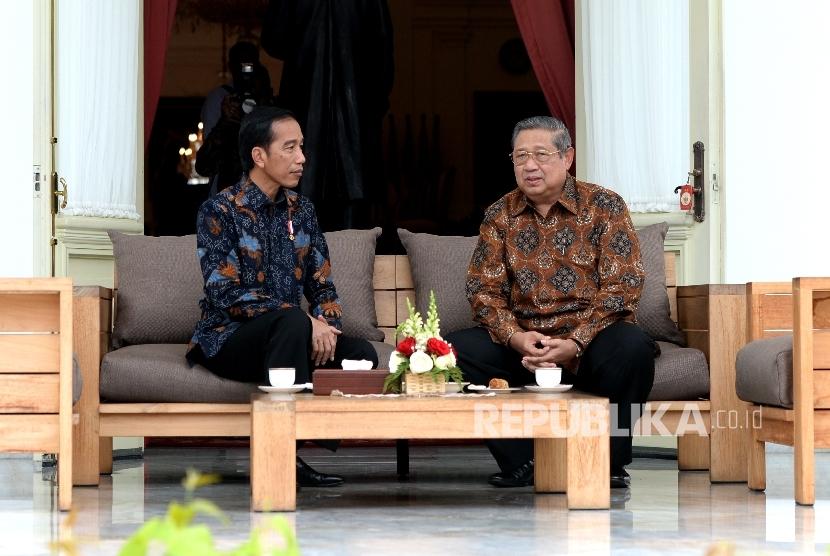 Presiden Joko Widodo bertemu Presiden RI keenam Susilo Bambang Yudhoyono di Beranda Istana Merdeka, Jakarta, Kamis (9/1).