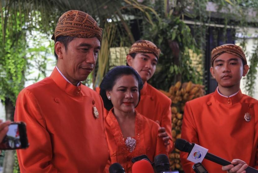 Perbedaan Pesan Pernikahan Jokowi ke Kahiyang dan Gibran