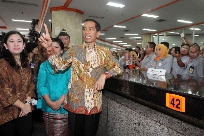 Presiden Joko Widodo dan Menko Pembangunan Manusia dan Kebudayaan Puan Maharani.