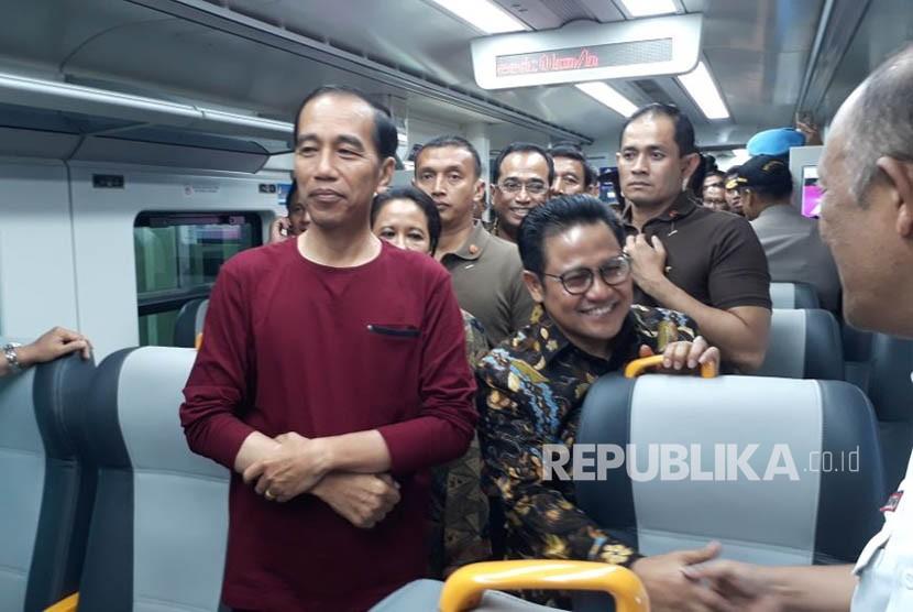 Presiden Joko Widodo didampingi sejumlah Menteri Kabinet Kerja meresmikan pengoperasian Kereta Bandara Soekarno-Hatta,Selasa (2/1).