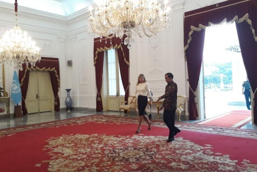 Presiden Joko Widodo (Jokowi) menerima kunjungan kehormatan utusan PBB untuk Inklusi Keuangan Ratu Maxima di Istana Negara, Selasa (13/2).