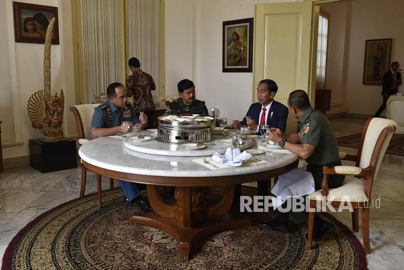 Temui Presiden, Panglima TNI Bahas Soliditas dengan Polri