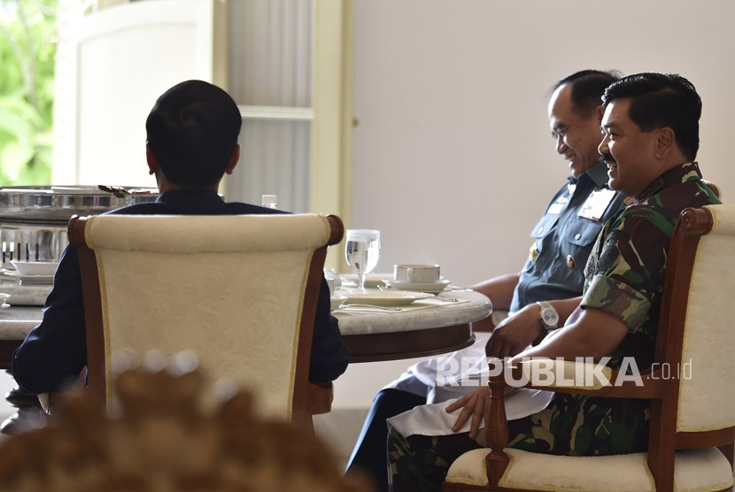 Presiden Minta Panglima TNI Tingkatkan Industri Strategis