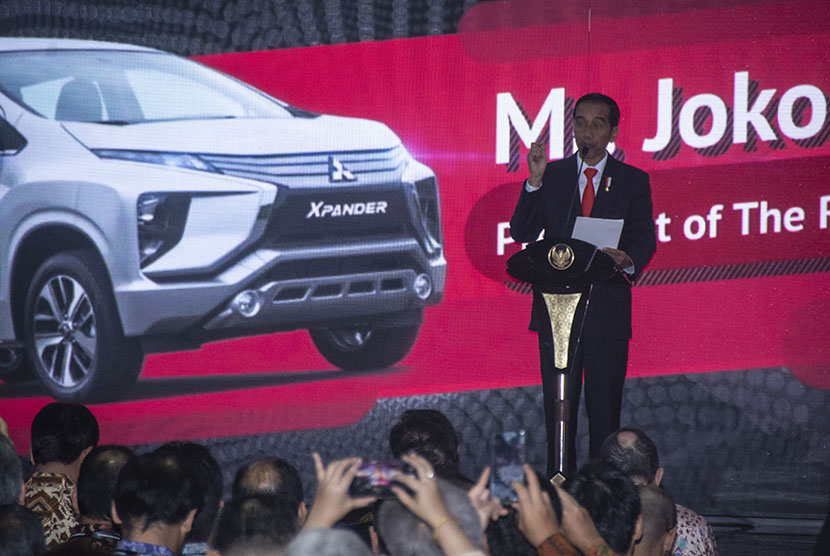 President Joko Widodo sees off the first shipment of Mitsubishi Xpander at Tanjung Priok Port, Jakarta, on Wednesday (April 25).