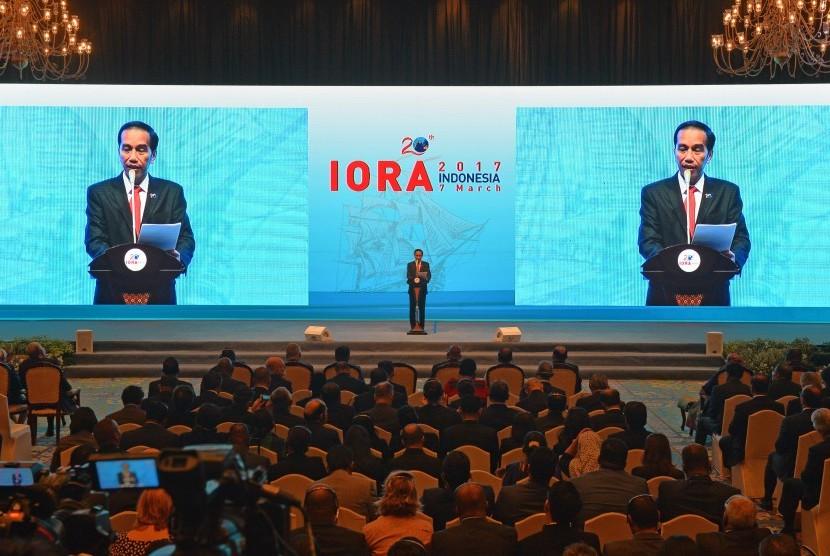 Presiden Joko Widodo memberikan sambutan ketika pembukaan KTT Indian Ocean Rim Association (IORA) ke-20 tahun 2017 di Jakarta Convention Center, Jakarta, Selasa (7/3).