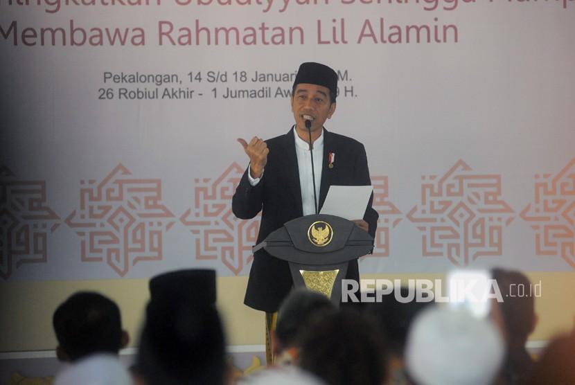 President Joko Widodo (Jokowi) delivers opening remarks during the 12th Congress of Jamiyah Ahlith Thoriqoh Al Mutabaroh An Nadliyah (Jatman) and Halaqoh Ulama Thoriqoh II, Pekalongan, Monday.