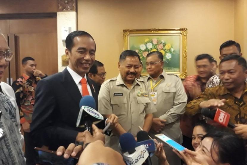 Presiden Joko Widodo menanggapi permintaan perlindungan hukum yang dilayangkan Ketua DPR Setya Novanto, Jakarta, Senin (20/11).