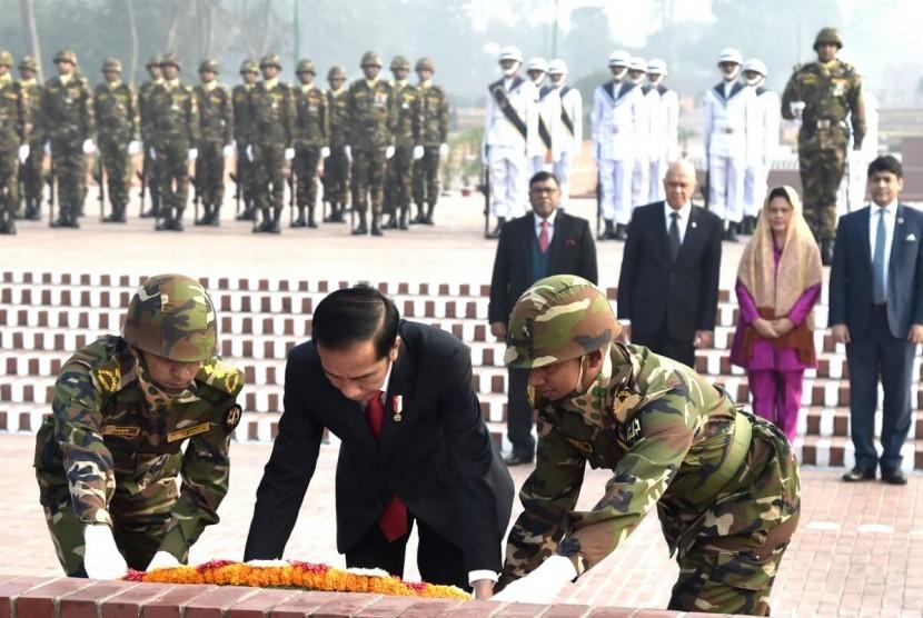 Presiden Jokowi bersama istri saat berada di Kabul. Afganistan.