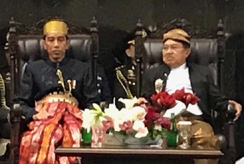 President Joko Widodo (left) and Vice President Jusuf Kalla.